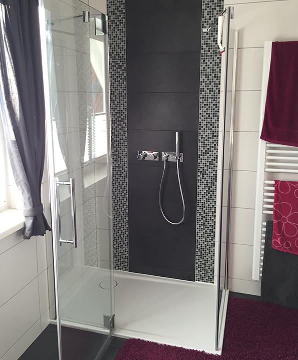 Badezimmer in schwarz-rot Optik | Fliesen Hoffmann